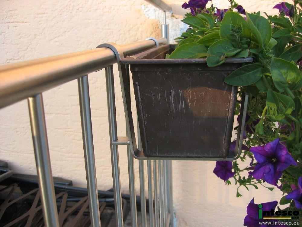 balkongel nder blumenkastenhalter edelstahl intesco s r o. Black Bedroom Furniture Sets. Home Design Ideas